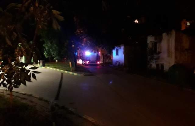 Изоставена къща на ул. Ружа в Смирненски се запали малко