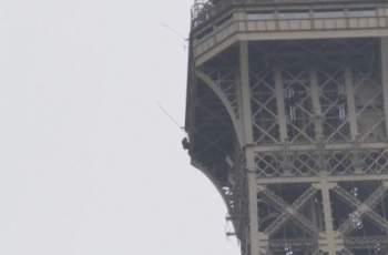 Извънредно! Отцепиха Айфеловата кула