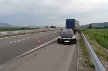 """ТИР блъсна аварирала кола на АМ """"Струма"""", има ранена жена"""