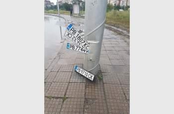 Номера на коли никнат като гъби след пороя в Пловдив СНИМКИ