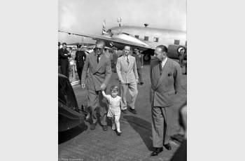 Принц Чарлз поздрави баща си принц Филип с ретро СНИМКА