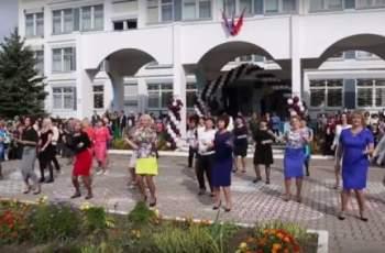Лудо ВИДЕО! Учителки с буен танц приключиха годината