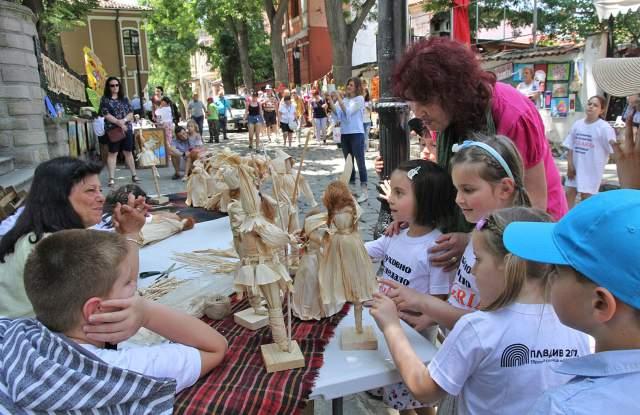 Панорама на детското творчество в Стария град
