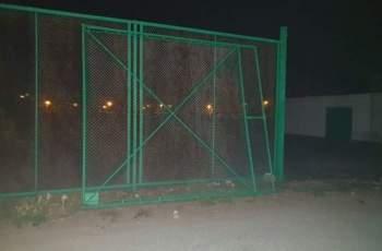 Метална врата затисна 5-годишно в двора на училище