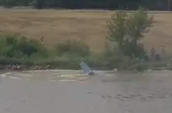 Самолет падна в река в Полша, пилотът загина ВИДЕО