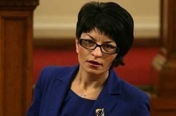 Атанасова: Радев да каже кой финансира кампанията му