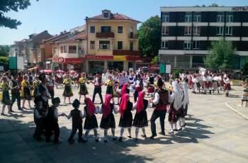 Лавандуловата жътва омагьоса туристи от Япония и Европа