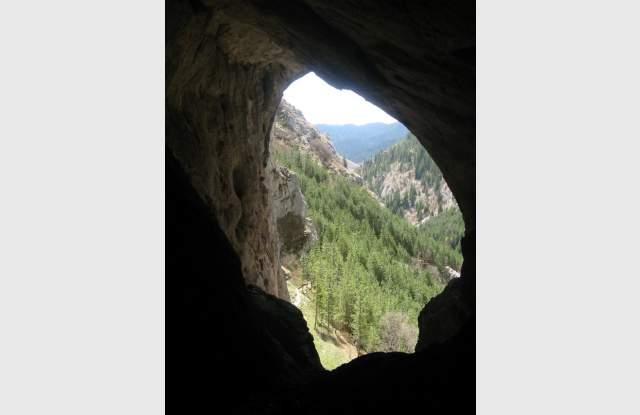 Проучват най-древното светилище - Харамийската пещера