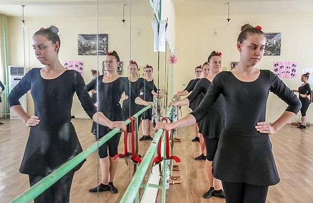 Учението е танц за 11. Б СНИМКИ - 10