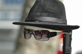 Виц на деня: Спешно търся шапка невидимка...