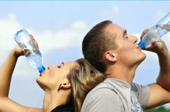 Как да се хидратираме през лятото, ако не пием достатъчно вода?