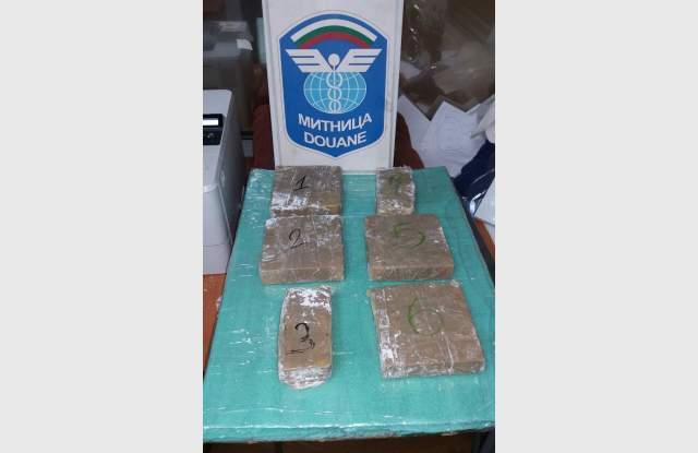 Иранец крие 2.17 кила дрога в локум