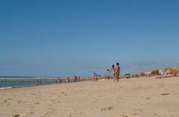 Кошмар! Гръм удари дете на плаж в Южна Франция