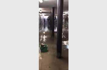 Гейзер изригва от WC-то в подлеза на Централна гара ВИДЕО