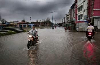 Бедствие в Южна Азия! 130 загинаха