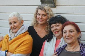 Българка, холандка и ромка пеят за орисиите си
