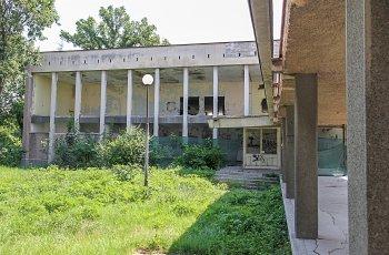 Изоставен строеж застрашава децата в езиковите гимназии