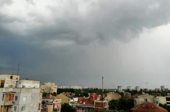 Гърми и трещи в Пловдив! Ще ни удари ли страховит порой