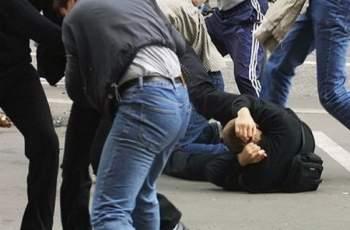 Брутално пребиха мъж на улицата