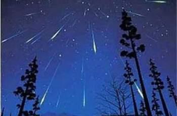 Тази нощ небето е впечатляващо! Иде дъжд от звезди