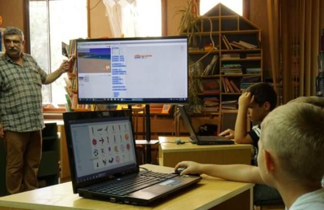 Мобилно приложение вече известява родителите за оценките и отсъствията на