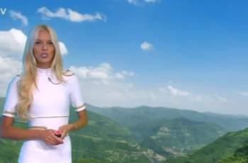 Натали Трифонова нажежи градусите с тези дълги крака СНИМКИ