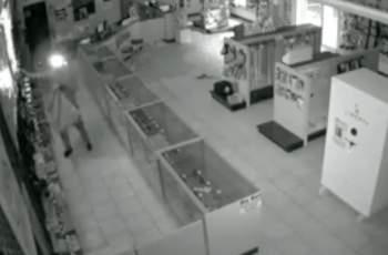 Апаш удари магазин в Кършияка