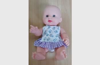 Смут! Момиченце получи кукла с рокля, съблече я и откри...