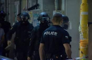 Екшън: Експолицай се барикадира въоръжен в дома си в Поморие