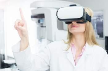 Шлемове за виртуална реалност ще помагат при раждане