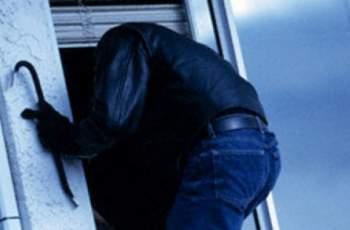 Крадец скочи през терасата в ръцете на полицията