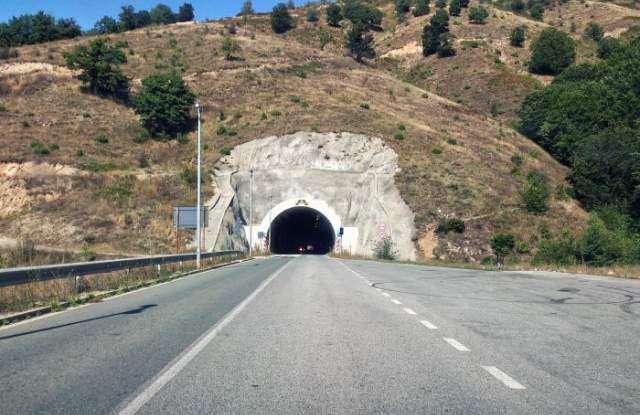 """След 56 години: Спират движението през тунел """"Кричим"""" заради ремонт"""