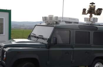 Трафикант тъпче 13 нелегални в лека кола