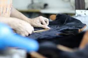 Търсят 20 шивачи на кожа с основно образование