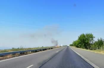 Пламнаха стърнища покрай магистралата до Войводиново...