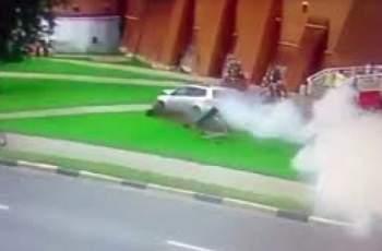 Шофьорка обърка педалите, хора бягат в ужас ВИДЕО