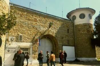 Избягаха двама затворници