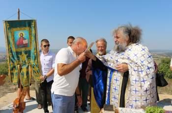 Любимец дари терен за нов храм