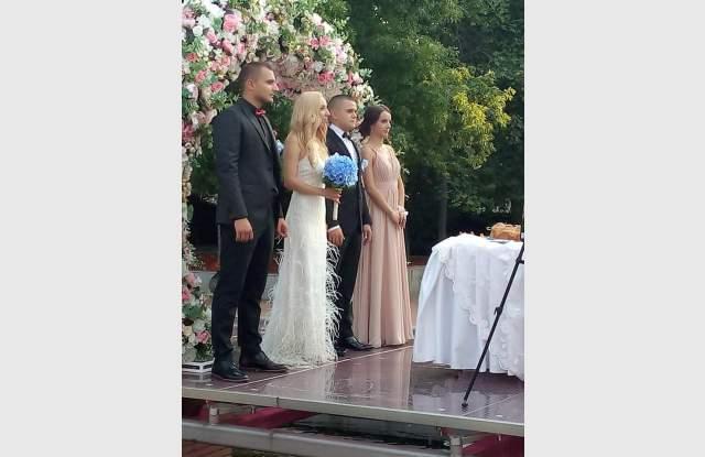 Сюзан и Иван се венчаха сред 10 000 цветя - 6