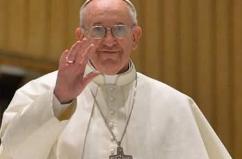 Пожарникари спасяват папа Франциск