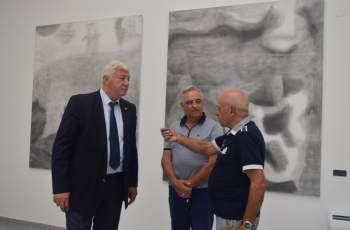 """Откриха галерията на """"Гладстон"""", художници на протест СНИМКИ"""