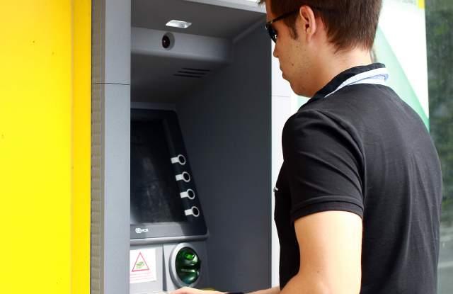 Банки действат като телекоми - подвеждат клиенти