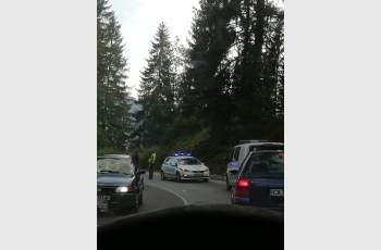 Моторист се потроши след удар в автобус край Пампорово