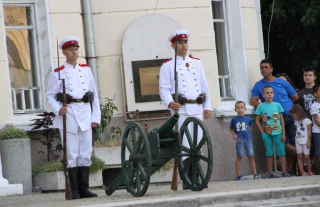 Пред Военния клуб: Стотици изживяха на ново събитията от 1885 г. СНИМКИ