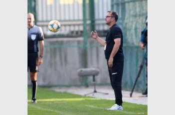 Желко не подава оставка, доволен е от отбора