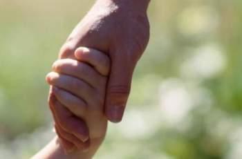 Приемни родители искат трудови договори и права