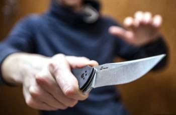 Кървав ужас! Ревнивец извади нож и наръга двама