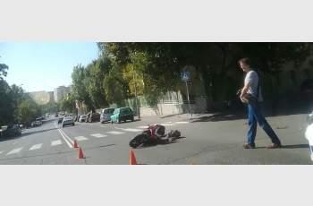 17-годишен катастрофира с мотор до зебра