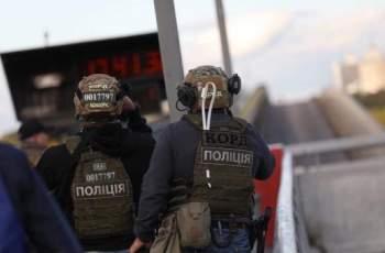 Мъж, заплашващ да взриви мост в Киев, откри стрелба СНИМКИ