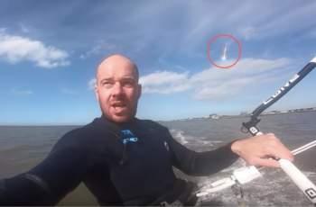 Зрелищно ВИДЕО! Сърфист случайно засне посетител от небето